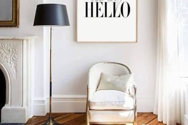 I am definitely saying why hello white interiors today. And that glimpse of sunshine looting through into the parquet floor. Lovely. 📷Glamour