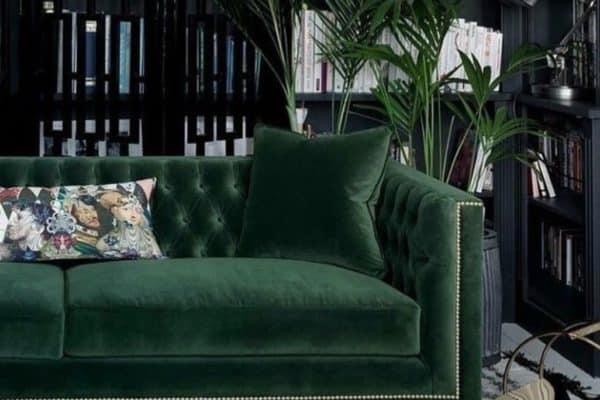 ust had to add a green velvet sofa to our dark interior day. It's a beauty don't you think. And it's from @sweetpeaandwillow